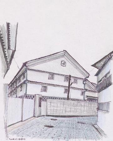 東広島市西条町、酒蔵に囲まれた道.jpg